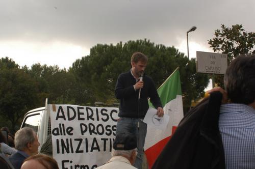 22 ottobre 2005 - Parlando alla manifestazione a via Capasso