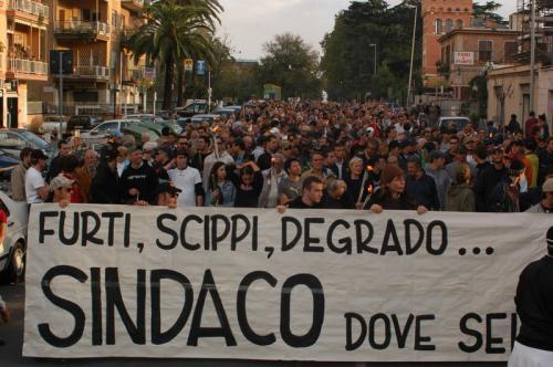 22 ottoble 2005 - Il corteo su via della Pisana
