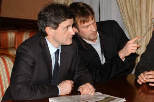 maggio 2006 - Con l'allora ministro Gianni Alemanno parlando di Residence