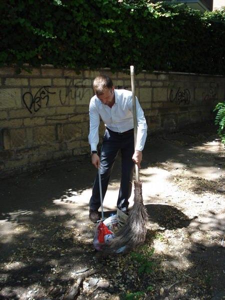 Giudici pulisce le strade del Municipio XVI